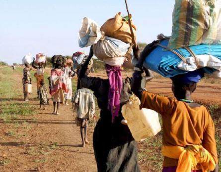 Donne africane che camminano